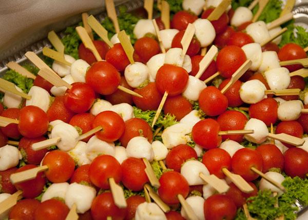 Σουβλάκια με ντομάτα και Μοτσαρέλα